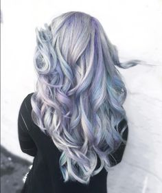 Holographic hair: the hottest Instagram hair trend of 2017. #rainbow #hair #purple #instagram #hairstyle #trend