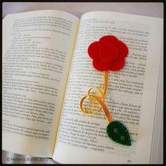 Punto de libro para Sant Jordi, una rosa es una rosa... Fotografia: @lena71  #esunmonmagic #exclusivo #exclusiu #exclusive #regalospersonalizados #regalosdivertidos #regalosoriginales #hechoamano #handmade #fetama #feltre #felt #fieltro #detalls #detalles #santjordi #santjordi2015 #santjordimataro #mataro #puntdellibre #puntodelibro #helenapixel