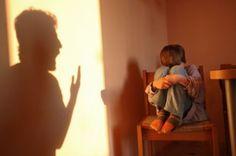 Cum ne influenteaza traumele copilariei: abandon, tradare etc.