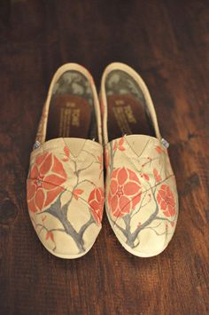 Custom painted Toms..I want some custom painted Toms!!!