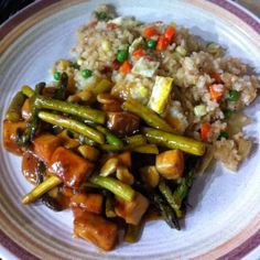 Meatless Monday: Orange Cashew Tofu with Roasted Asparagus - The Most Healthy Foods Tofu Recipes, Good Healthy Recipes, Dinner Recipes, Healthy Foods, Just Lunch, Vegan Main Dishes, Meatless Monday, Lunches And Dinners, Asian