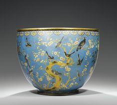 A GILT-BRONZE AND CLOISONNÉ ENAMEL BASIN, CHINA, QING DYNASTIE, JIAQING PERIOD (1796-1820)