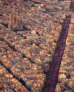 Capital of Catalonia and second city of Spain, Barcelona is absolutely incomparable. It is one of the rare cities to see absolutely with it. Wonderful Places, Beautiful Places, Wonderful Picture, Amazing Places, Beautiful Pictures, Places To Travel, Places To Visit, Barcelona City, Visit Barcelona