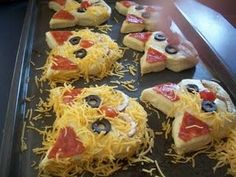 cat pizza biscuits........love these.......got to make for Bootie! #CatParty