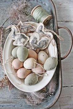 Beautiful Easter Table Centerpieces Home Decoration Ideas - Page 40 of 44 - Kornelia Beauty Easter Table, Easter Party, Easter Eggs, Ideas Actuales, Vibeke Design, Diy Ostern, Egg Designs, Easter Celebration, Easter Holidays