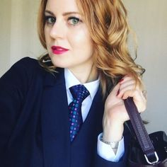Kinky, Queer and Ds World Women Ties, Suits For Women, Women Wearing Ties, Stylish Shirts, Suit And Tie, College Girls, Looking For Women, Pretty Woman, Kinky