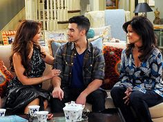 Jennifer Love Hewitt and Joe Jonas get engaged on Hot in Cleveland with Valerie Bertinelli