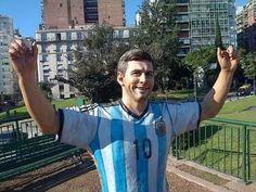 Le cortan los dedos a la estatua de Messi en Buenos Aires en acto vandálico