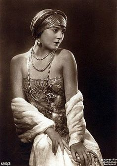 """Vilma Banky, performed in Hungarian, Austrian and French movies between 1920 and 1925. In Hollywood she was billed as the """"The Hungarian Rhapsody"""". By the mid 1920s she was Goldwyn's biggest money maker."""