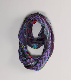 How come it's impossible to make a normal scarf look this effortless?