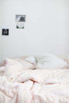 Light pink sheets are the perfect alternative to white. http://ledansla.blogspot.no