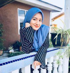 Modest Fashion, Hijab Fashion, Cute Dresses, Cute Outfits, Hijab Cartoon, Cute Fonts, Cute Halloween Costumes, Girl Hijab, Beautiful Hijab