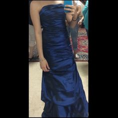 Navy Blue Prom/ Homecoming dress Size 2, No alterations, worn once for Sophomore Duchess ceremony Cinderella Divine Dresses Strapless