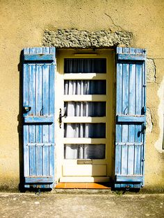 pretty shutters, via Flickr.