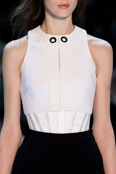 Thierry Mugler at Paris Fashion Week Fall 2015 - Details Runway Photos