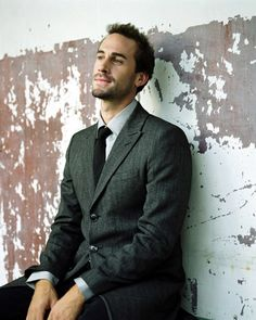 G, tweed, hell yeah! (He's such my Joseph fiennes ;) )