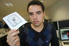 Estudante da UA descobre forma de imprimir circuitos eletrónicos em papel.
