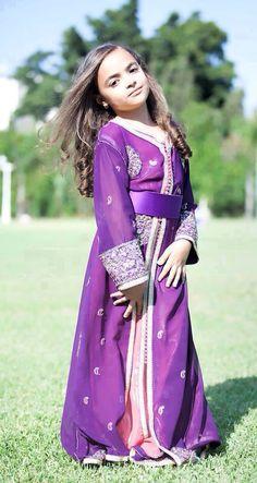 Modest Outfits, Dress Outfits, Modest Clothing, Kids Kaftan, Little Girl Dresses, Girls Dresses, Morrocan Dress, Asian Kids, Cool Style