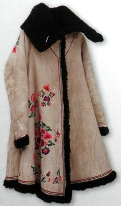 Winter coat of a peasant woman from Russia. Fur sheepskin, embroidery. 19th century.