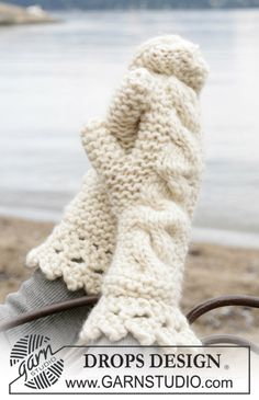 Thick and warm in Eskimo yarn. Definitely a pair of mittens not everyone have - but wish they did..