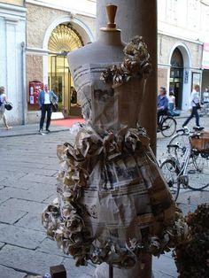 trajes de fantasia con material reciclable faciles de hacer - Buscar con Google Recycled Dress, Newspaper Dress, Recycling, Victorian, Ideas Para, Google, Origami, Dresses, Art