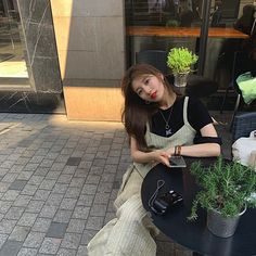 It's a look Best Photo Poses, Bae Suzy, Actors, Korean Model, Korean Actresses, Korean Beauty, Asian Beauty, Ulzzang Girl, Little Girls
