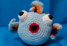 Free fishy pattern on 2ofUM's blog.
