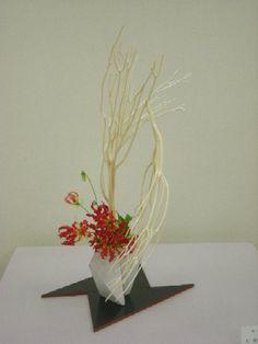 排雲. Rive Nord, Ikebana, Flower Arrangements, Flowers, Plants, Free, Design, Style, Swag