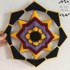 Compre Mandala de lã preta no Elo7 por R$ 30,00 | Encontre mais produtos de Mandala e Religiosos parcelando em até 12 vezes | Mandala feita em lã e palitos de bambu nas cores preta, amarela, roxa e vinho com 30 cm de diâmetro. Também é feita sob encomenda nas cores desejadas. Caso quei..., C74D39 Diy And Crafts, Arts And Crafts, Paper Crafts, God's Eye Craft, Gods Eye, Creation Deco, Mandala Dots, Art Yarn, Plastic Canvas Patterns