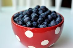 fall in love with the color combination red-white-blue again and again. Red with white polkadots definately is my style and I like eating blue berries knowing they are so good for your health. So many reasons why this picture can't be missing in this board.
