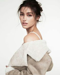 These sexy Liza Soberano bikini photos will make you wonder how someone so beautiful could exist. Yes, Liza Soberano is a very sexy woman and Liza Filipina Actress, Filipina Beauty, Hair Makeup, Beauty Makeup, Hair Beauty, Most Beautiful Faces, Beautiful People, For Elise, Pretty Face