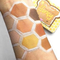 Peanut Butter & Honey • Guys. It's a honeycomb.  Maybe not the prettiest swatch ever but it was FUN to create! That yellow shade though…  What do you think of this brand new @toofaced palette? I'm definitely ready to put it on my eyeballs today…