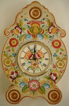 This Rosette Clock was painted with the Os style at the 2010 Wichita Convention. It's bright and colorful and a fun design to paint.