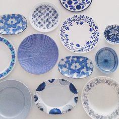 「色集めごっこでタグ付けされてる写真が楽しくて!真似してブルー系のお皿をズラリ。北欧のお皿、日本の作家さんのお皿、近所の陶器屋さんで買ったお皿、ドイツの古いお皿、、、色々あるけど全部ブルー。清々しい気持ちになります。」