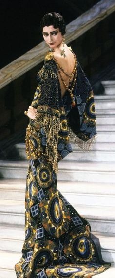 John Galliano for Christian Dior, Haute couture, Spring Summer Collection, to Marchesa Luisa Casati.The Palais Garnier. Christian Dior Couture, Dior Haute Couture, Christian Lacroix, Trendy Fashion, Runway Fashion, High Fashion, Fashion Show, Vintage Fashion, Vintage Dior
