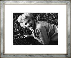TROWBRIDGE Gallery - Spring Marilyn  (Link: http://www.trowbridgegallery.com/black-white-archive-zoom.php?TGAImageCode=90&FrameCode=965&Keyword=&BestAll=&MainType=ShowAll&MainCategorySearch=-1&SearchYear=-1&FrameType=)