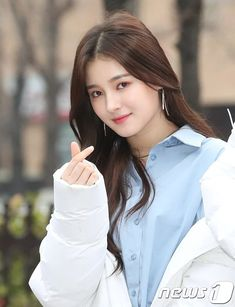 Nancy (낸시) is a South Korean-American singer. She is a member of the Korean Pop girl group MOMOLAND. Beautiful Girl Photo, Beautiful Asian Women, Most Beautiful, Nancy Momoland, Nancy Jewel Mcdonie, Cute Beauty, Beauty Full Girl, Girl Pictures, Girl Photos