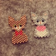 Cats with whiskers Beaded Earrings Patterns, Bead Loom Patterns, Beading Patterns, Beaded Crafts, Beaded Ornaments, Quilled Creations, Peyote Beading, Beaded Animals, Seed Bead Jewelry