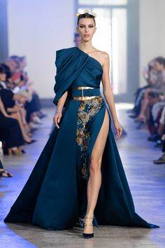 Elie Saab Fall 2019 Couture Fashion Show Collection: See the complete Elie Saab Fall 2019 Couture collection. Look 37 Look Fashion, Runway Fashion, Fashion Show, Fashion Outfits, Dress Fashion, 1920s Fashion Dresses, Fashion Weeks, Blue Fashion, Elie Saab Haute Couture