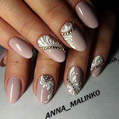 Фото модного маникюра с цветами, маникюр с 3D цветами, объемные цветы на ногтях, весенний маникюр 2016, стразы на ногтях, дизайн ногтей со стразами, nail-art 2016