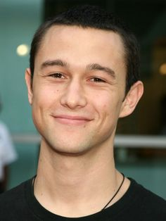 joseph gordon levitt...if we met i totally think we would fall in love...hahaha we would be an adorable couple!