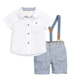 Set with a shirt and shorts in soft woven fabric. Short-sleeved cotton shirt with a turn-down collar and chest pocket with button. Striped shorts in a cotton and linen blend with adjustable elasticized waistband, zip fly with button, side pockets, and back pockets with flap. Matching elastic suspenders with imitation leather details.