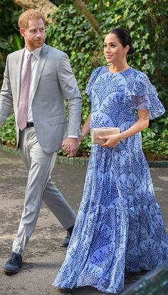 - Photo - All the best royal looks from Kate Middleton, Meghan Markle, Princess Beatrice Queen Rania, Queen Letizia, Princess Marie and more! See their gorgeous outfits here Queen Rania, Meghan Markle Style, Royal Look, Royal Style, Royal Engagement, Pippa Middleton, Prince Harry And Meghan, Latest Outfits, Maternity Fashion
