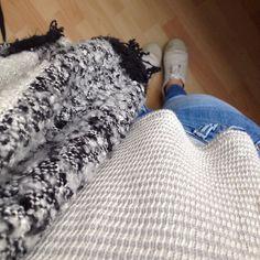 Le froid s'installe à Besançon, et avec lui le rhume débarque... ❄️☁️ #cold #ootd #scarf #écharpe #chaud #pull #jean #Besançon #vieuxtemps #cloudyday #cloud #rhume #froid #prépa #maviedeprépa