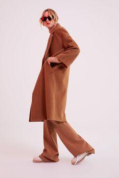 ABRIGO LARGO EFECTO PELO - Ver Todo-ABRIGOS-MUJER | ZARA Colombia Zara Outfit, Estilo Preppy, Long Faux Fur Coat, Langer Mantel, Zara Women, Coats For Women, Duster Coat, Normcore, Long Sleeve