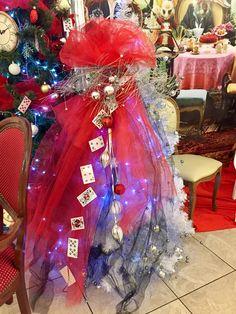 Елка Алиса в стране чудес, Алиса в Зазеркалье, Новый год, фотозона, червовая королева #ОднаждыПраздник #oncEvent