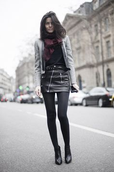 Fotos de street style en Paris Fashion Week: falda de cuero