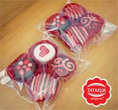 14 de febrero | Tatakuá Alfajores Hot Chocolate Gifts, Chocolate Covered Oreos, Valentines Day Desserts, Valentine Cookies, Chocolate San Valentin, Cake Shots, Fondant Cupcake Toppers, Cupcake Cakes, Bakery Packaging
