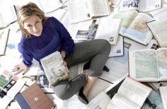 """Entrevista a la escritora Eva García Sáenz http://ellibrodurmiente.org/?p=4120 Eva García Sáenz.- Nació en Vitoria aunque vive en Alicante; trabaja en la Universidad de Alicante. Tras publicar su primera novela """"La Saga de los Longevos"""" en Amazón, se ha convertido en un fenómeno en las redes sociales. Durante meses se ha mantenido su obra en el """"top ten"""""""