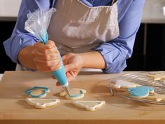 Decorate cookies like a pro with our video and step-by-step guide.